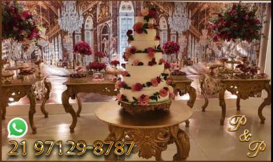 Mesa Dourada para Festa